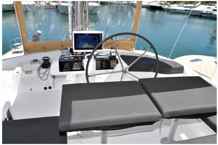 Discover Charlotte Amalie surroundings on this 52 F Lagoon boat