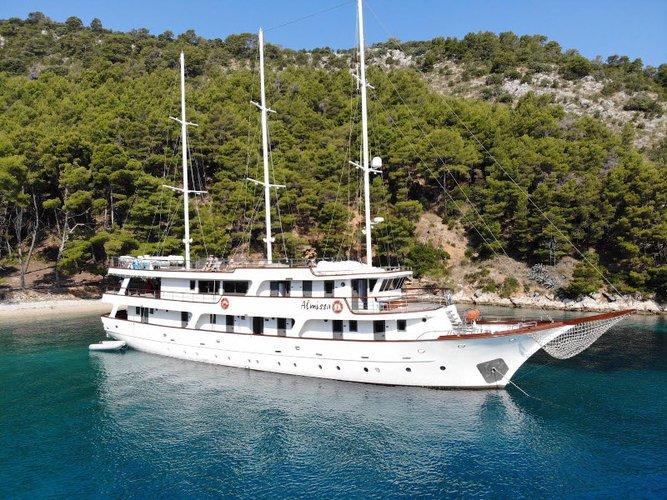 Enjoy Split, HR to the fullest on our comfortable  Motoryacht