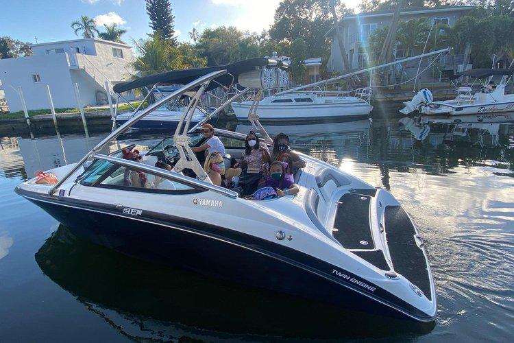 21' YAMAHA - Beautiful Boat in Miami