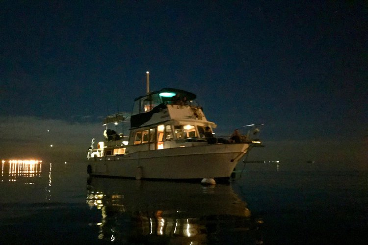 This 45.0' Californian cand take up to 6 passengers around Long Beach