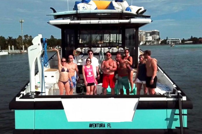 Discover Fort Lauderdale surroundings on this Craft Dutch boat