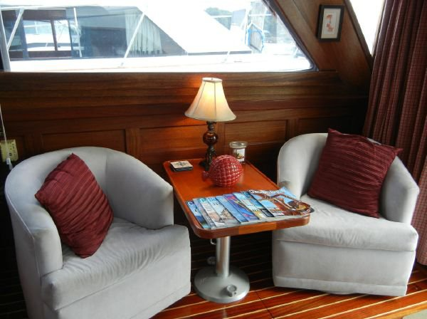 Discover Piermont surroundings on this Sedan Egg Harbor boat