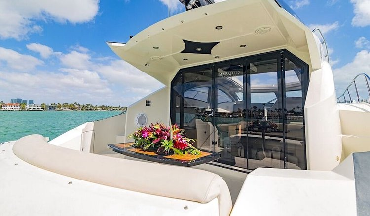 Discover North Miami Beach surroundings on this 800 Marquis boat