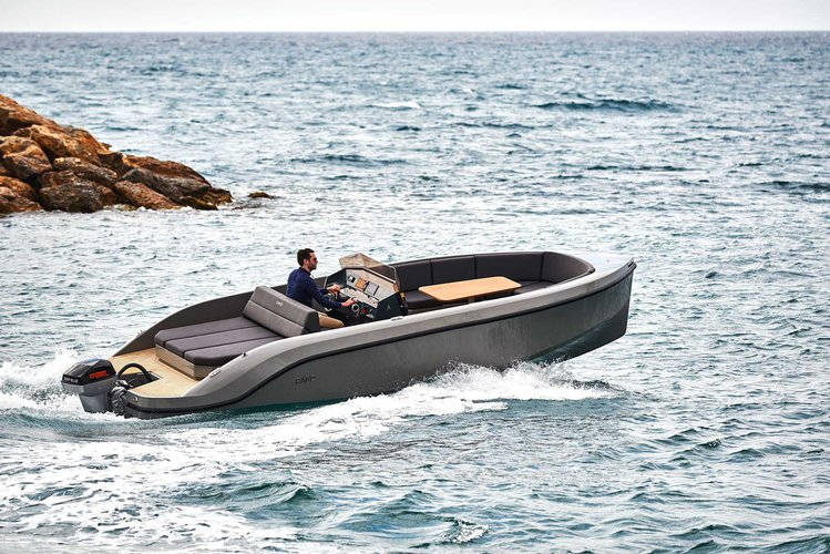 Boating is fun with a Bow rider in Setúbal