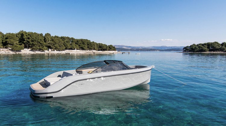 Bow rider boat for rent in Setúbal