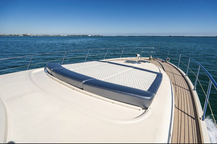 Discover Miami Beach surroundings on this SUNSEKEER 70 SUNSEKEER boat