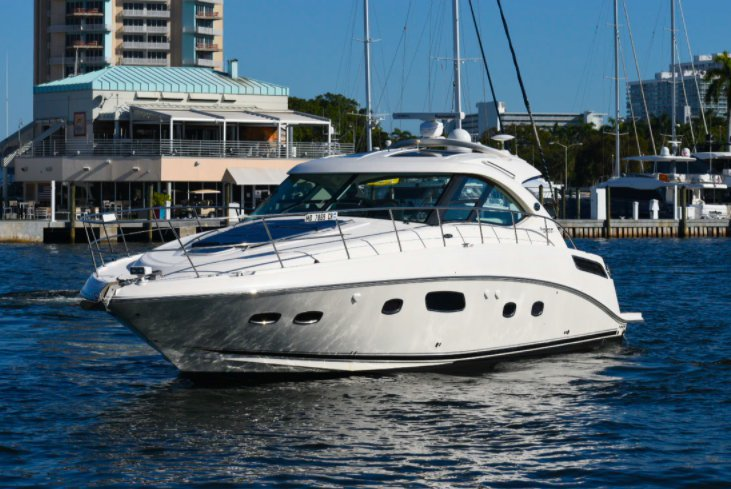 This 48.0' SeaRay cand take up to 10 passengers around Fort Lauderdale