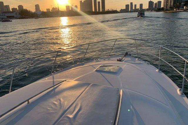 Motor yacht boat rental in Vice Marina,