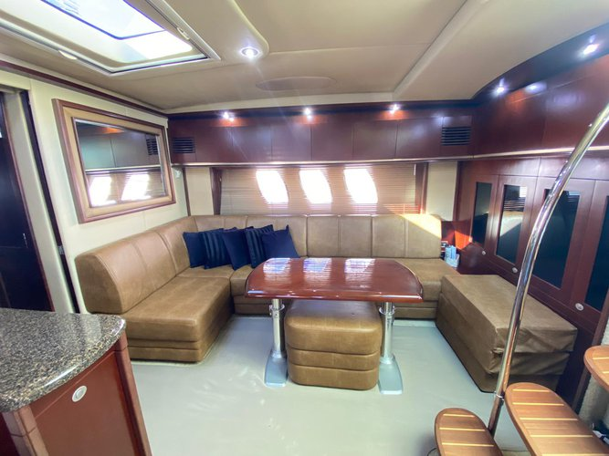 Discover Miami surroundings on this 50' Sundancer Sea Ray boat