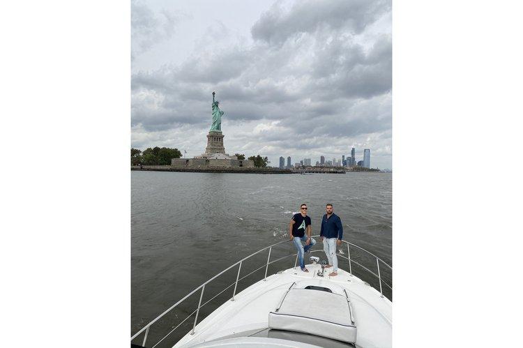 Flybridge boat rental in ONE°15 Brooklyn Marina,
