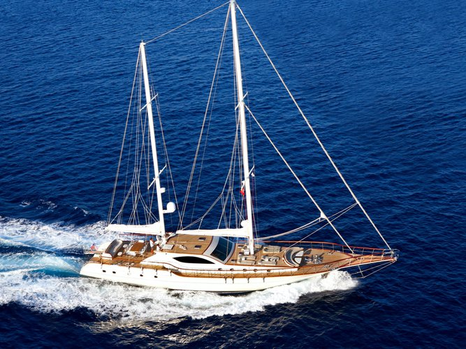 Relax on board our sailboat charter in Bodrum