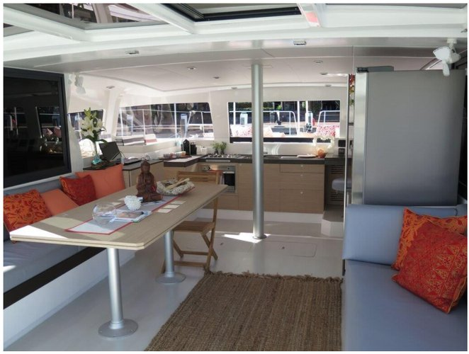 Discover Charlotte Amalie surroundings on this 4.3 with watermaker & A/C Bali boat
