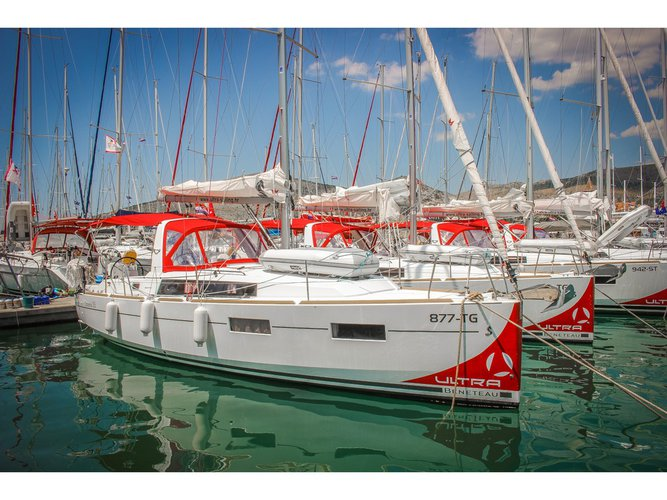 Take this Beneteau Oceanis 35 for a spin!