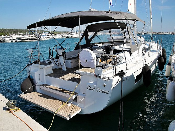 Get on the water and enjoy  in style on our Beneteau OCEANIS 51.1 BT (20)