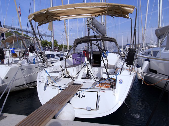 Jump aboard this beautiful Dufour Yachts Dufour 34 Performance
