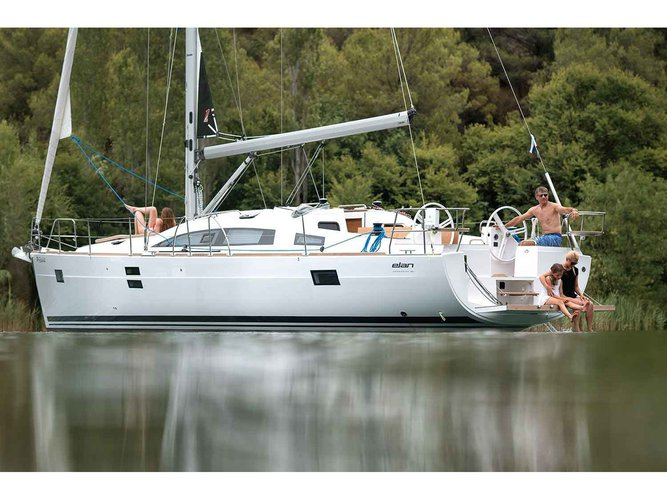Relax on board our sailboat charter in Cannigione