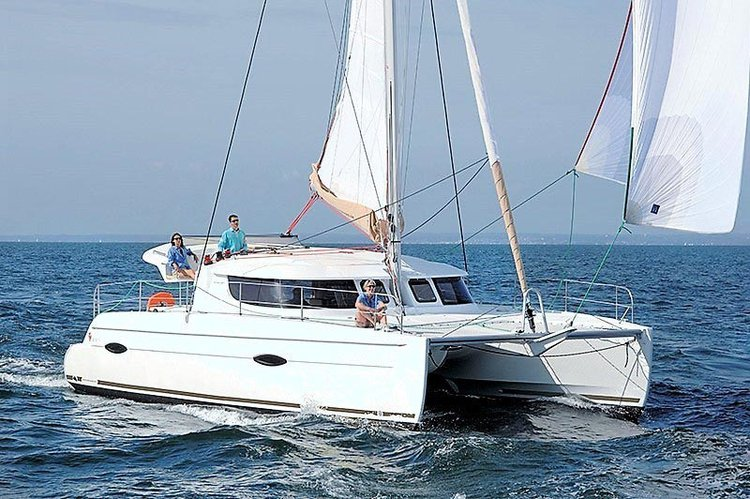 This 41.0' Fountaine Pajot cand take up to 8 passengers around Antalya