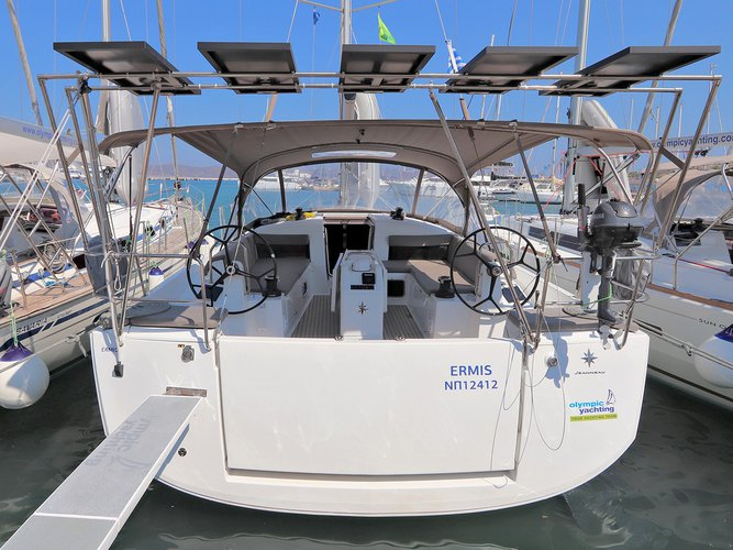 Get on the water and enjoy Lavrion in style on our Jeanneau Sun Odyssey 440