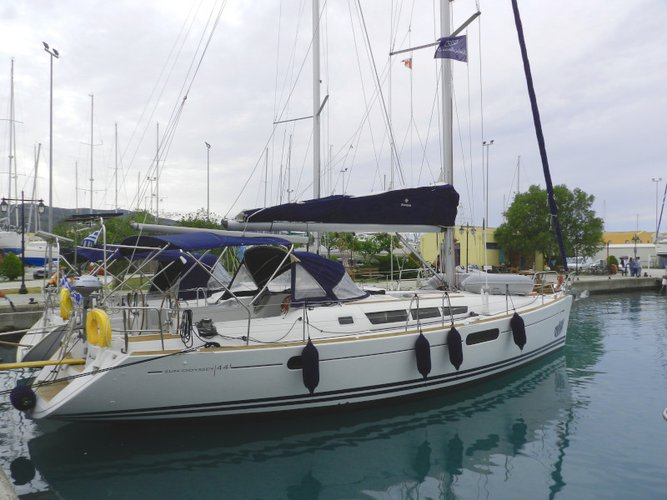 Beautiful Jeanneau Sun Odyssey 44 i ideal for sailing and fun in the sun!