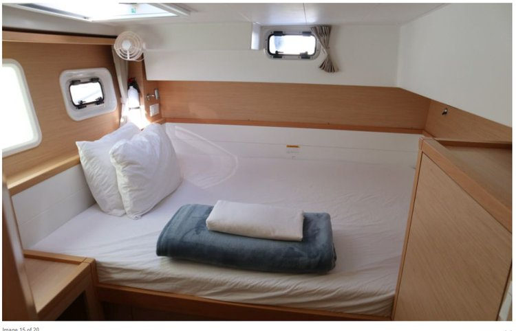 Discover New Providence surroundings on this 40 Power O.V. with A/C Lion of the Sea Lagoon boat