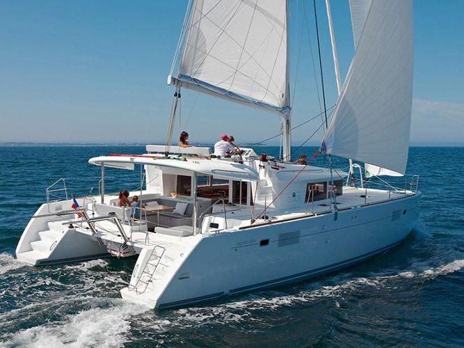 Beautiful Lagoon Lagoon 450 ideal for sailing and fun in the sun!