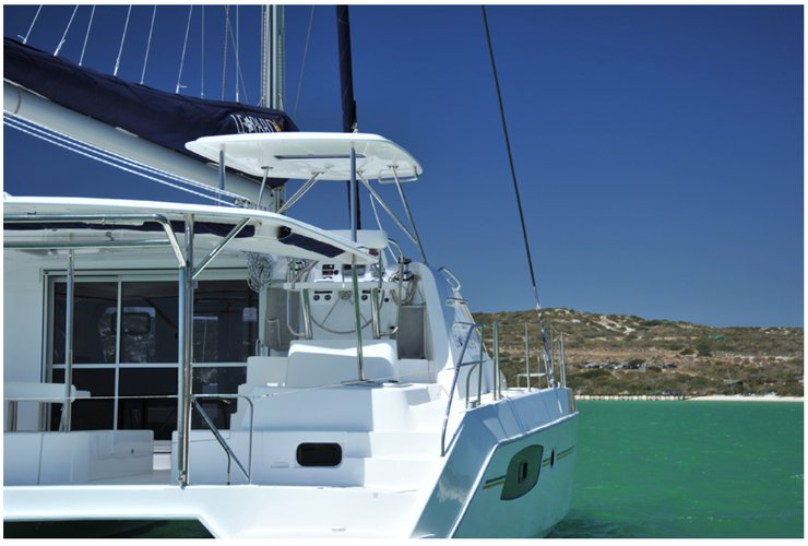Discover Charlotte Amalie surroundings on this 44 O.V. with watermaker & A/C Leopard boat