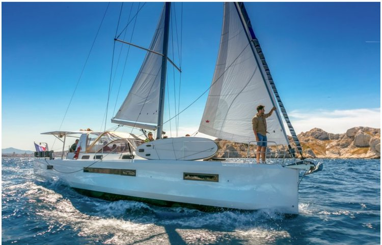 Up to 13 persons can enjoy a ride on this Monohull boat