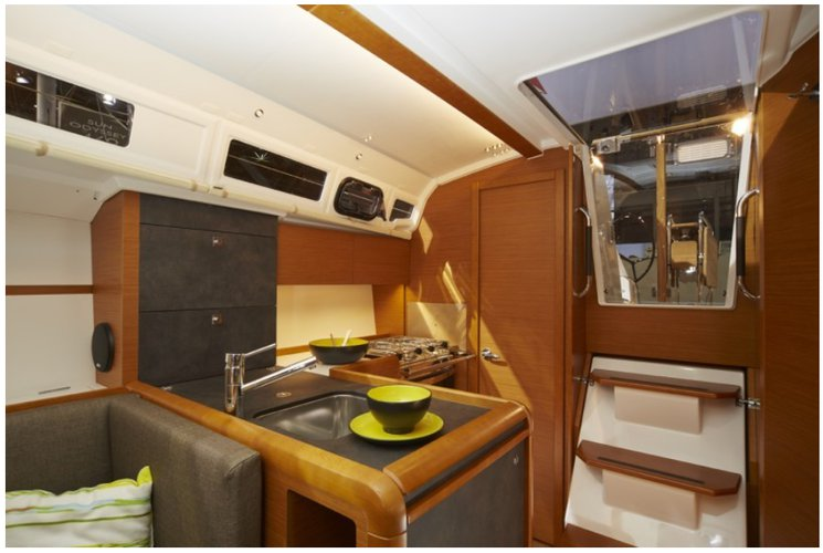 Discover Charlotte Amalie surroundings on this 349 Sun Odyssey boat