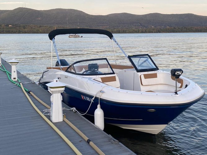Cruiser boat for rent in Englewood Cliffs
