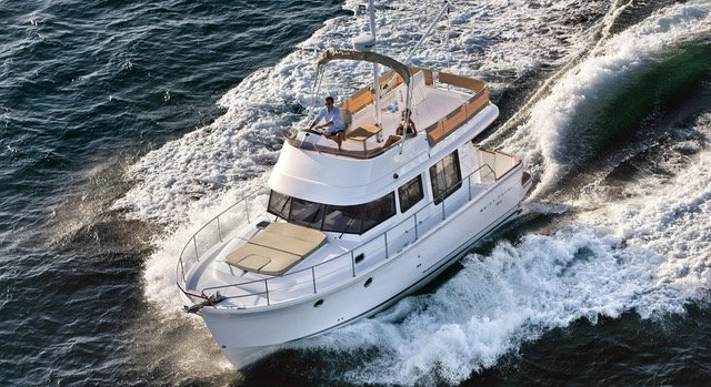 Discover Kvarner surroundings on this Swift Trawler 34 Fly Bénéteau boat