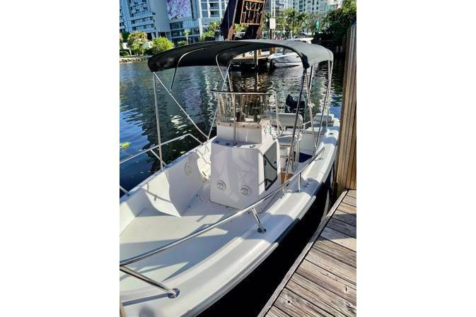 Center console boat for rent in Miami