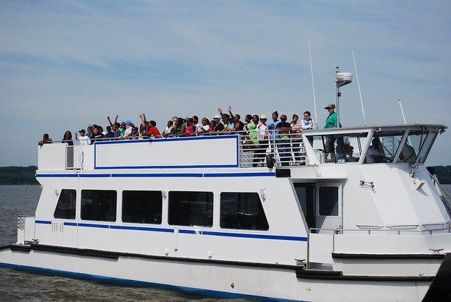 Catamaran boat for rent in Washington