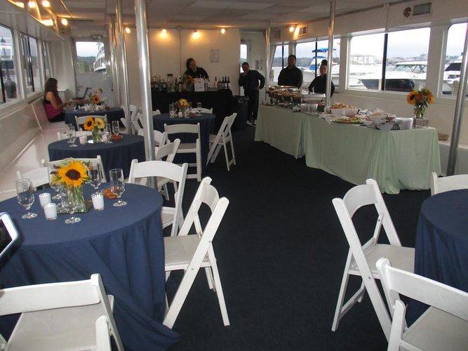 Discover Washington surroundings on this Custom Custom boat
