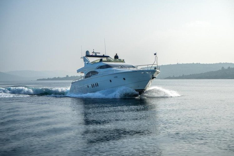 Discover Šibenik region surroundings on this Dominator 65 DOMINATOR SHIPYARD boat