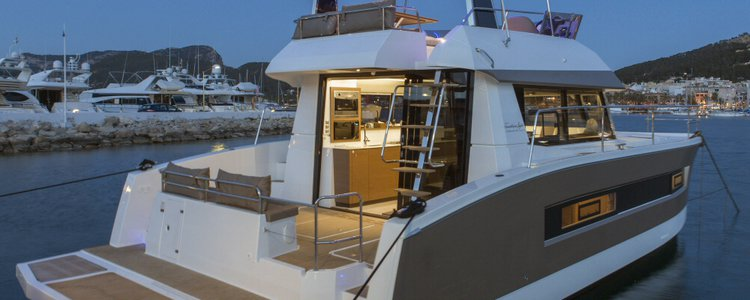 Discover Dubrovnik region surroundings on this Fountaine Pajot MY 37 Fountaine Pajot boat