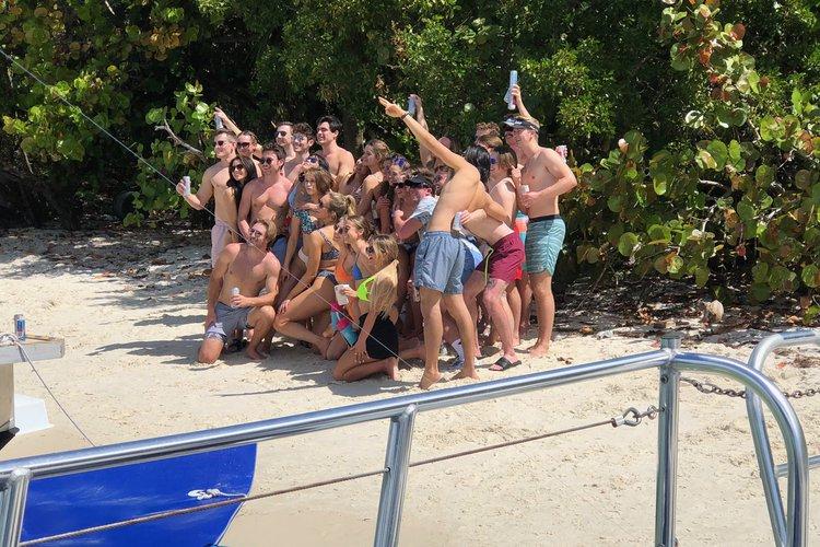 This 40.0' Mauerell cand take up to 12 passengers around Miami
