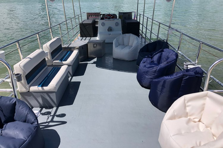 Discover Miami surroundings on this Custom40 Mauerell boat