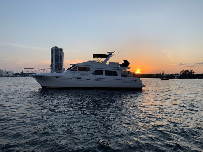 This 57.0' Navigator cand take up to 12 passengers around North Miami Beach