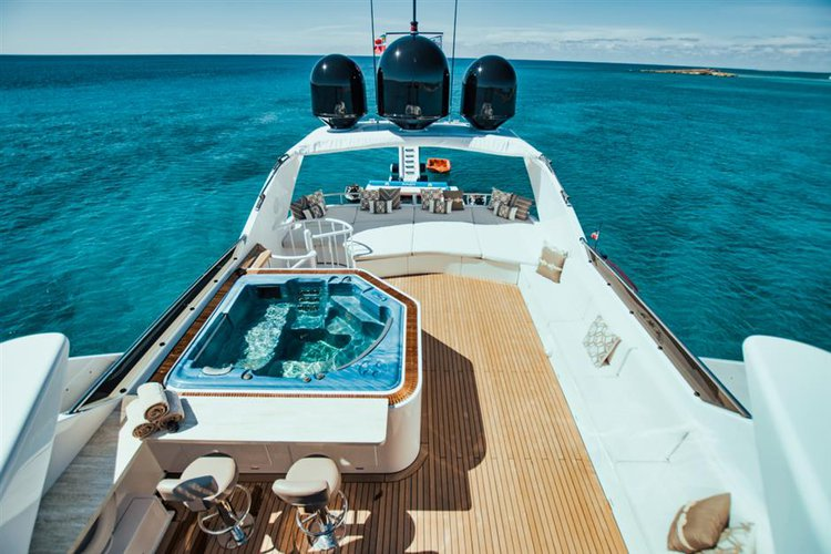 This 126.0' Norship cand take up to 13 passengers around Paradise Island
