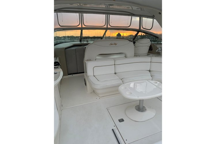 Discover Miami surroundings on this SEA RAY 51 SEA RAY boat