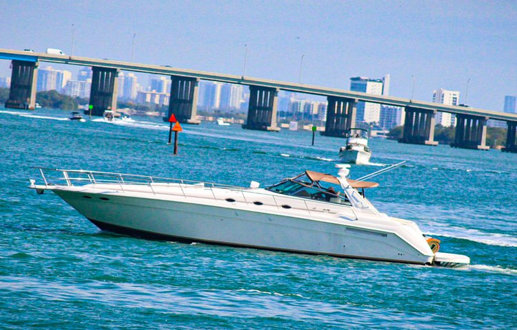 Top 50ft Yacht Party in Miami Beach