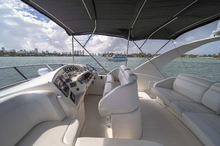 Discover Miami Beach surroundings on this Sport Bridge Silverton boat