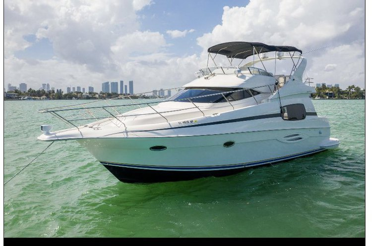 This 46.0' Silverton cand take up to 12 passengers around Miami Beach