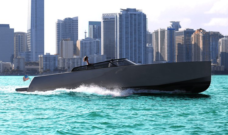 This 55.0' Vandutch cand take up to 13 passengers around Miami