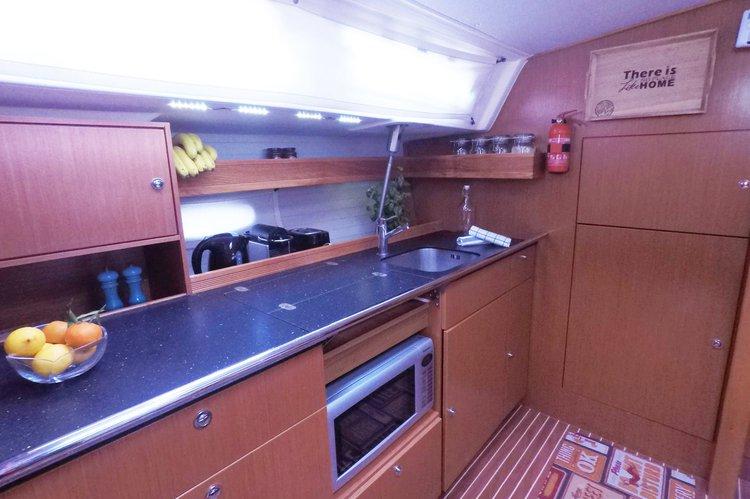 Bavaria boat for rent in Paros
