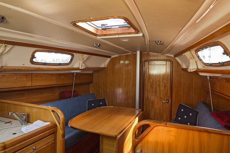 This 31.0' Bavaria Yachtbau cand take up to 6 passengers around Stockholm County