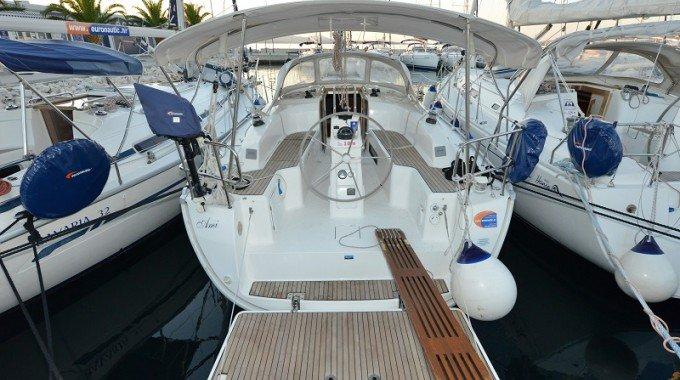 This 32.0' Bavaria Yachtbau cand take up to 6 passengers around Zadar region