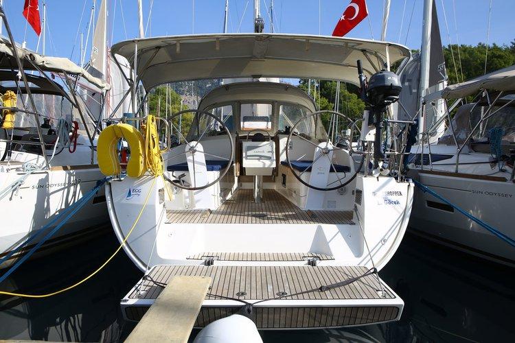 Charter this amazing Bavaria Yachtbau Bavaria Cruiser 37 in Aegean, TR