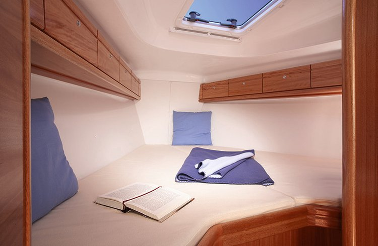 Up to 6 persons can enjoy a ride on this Bavaria Yachtbau boat
