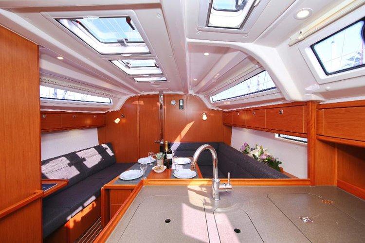 This 37.0' Bavaria Yachtbau cand take up to 7 passengers around Split region